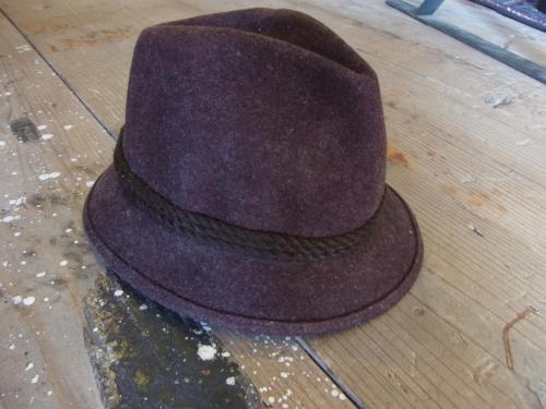1109 hat5