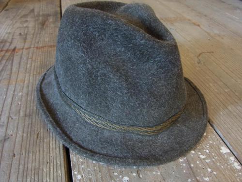 1109 hat3