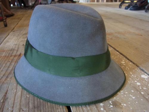 1109 hat2
