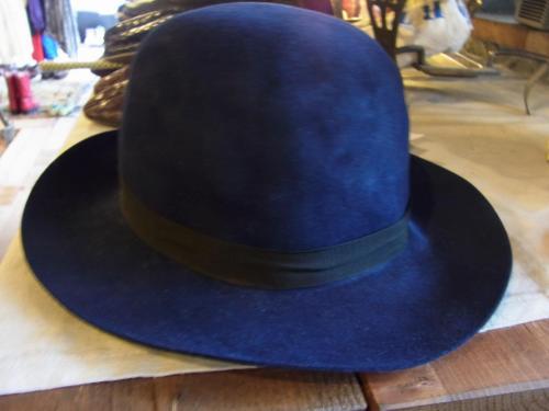 1109 hat1