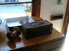 古い箱のある暮らし-TS351209.JPG