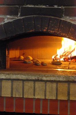 窯で焼くyパン