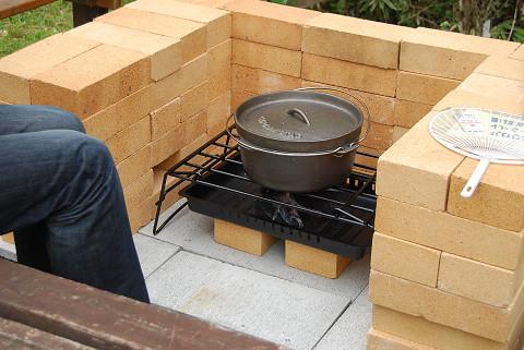 釜戸にダッチオーブン