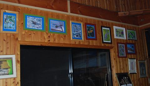 壁の写真たち