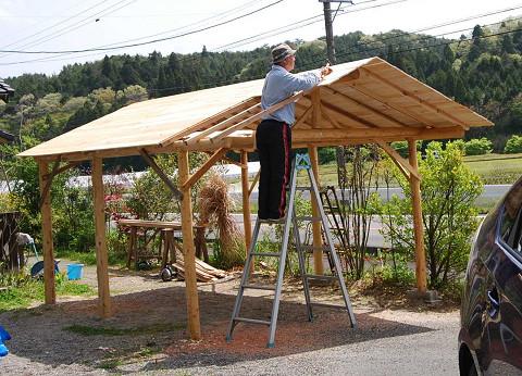 屋根を葺く