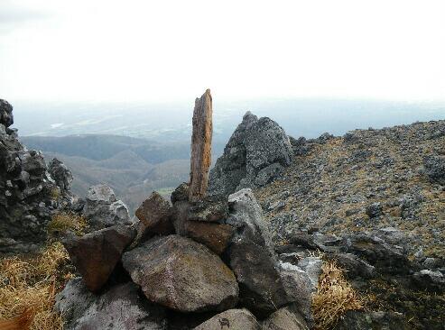 茶臼山頂(キアニここに眠る)