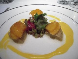 フォアグラと黄桃のパヴェ仕立て