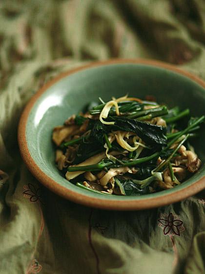 空芯菜とヒラタケのナンプラー炒め