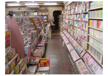 091213岡田書店店内1
