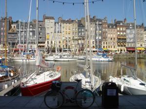 のんびり歩くヨーロッパ        wandering in europe by huck  オンフルールの休日