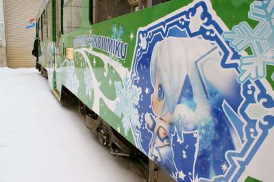 雪ミク電車横1