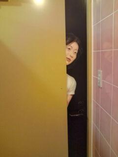 誰かが覗いている、、、