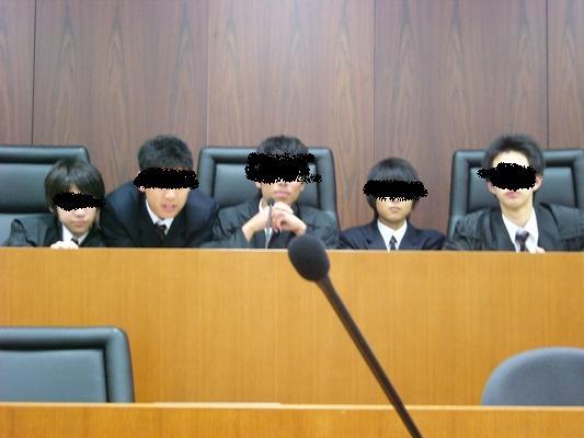ウラちゃんズ裁判所での全員写真w