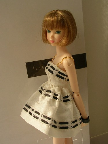 7momoko Lacy Modenist 030