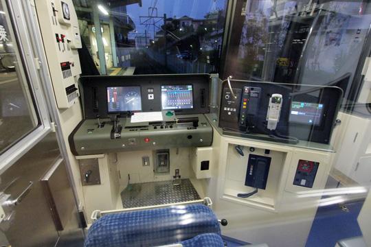 20110827_tokyo_metro_16000-cab01.jpg
