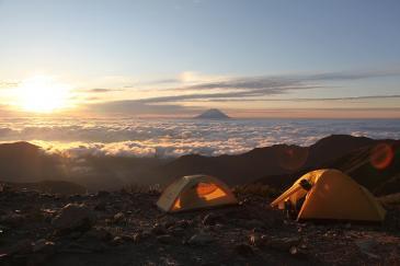 朝のテン場 北岳山荘