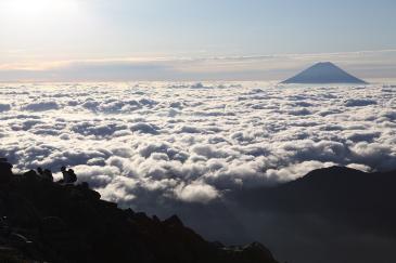 富士を眺めながら 北岳へ