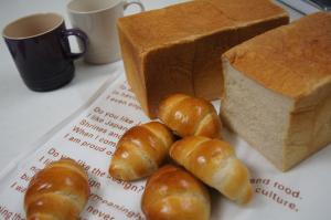 角食パンとロールパン