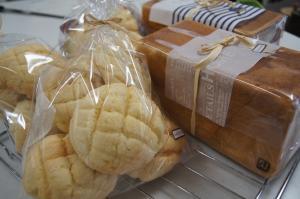 角食パンとメロンパン