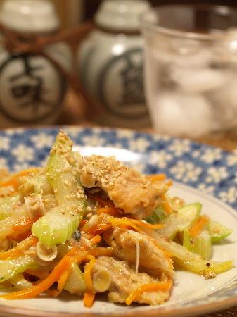 鮭中骨缶のセロリ炒め17