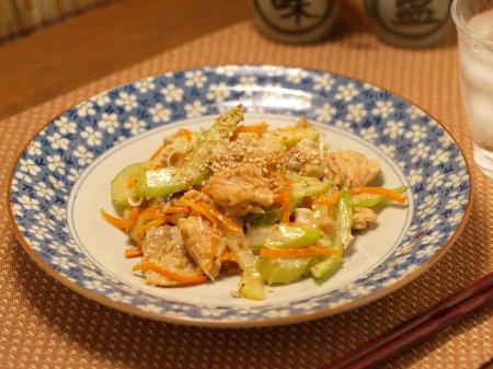 鮭中骨缶のセロリ炒め13