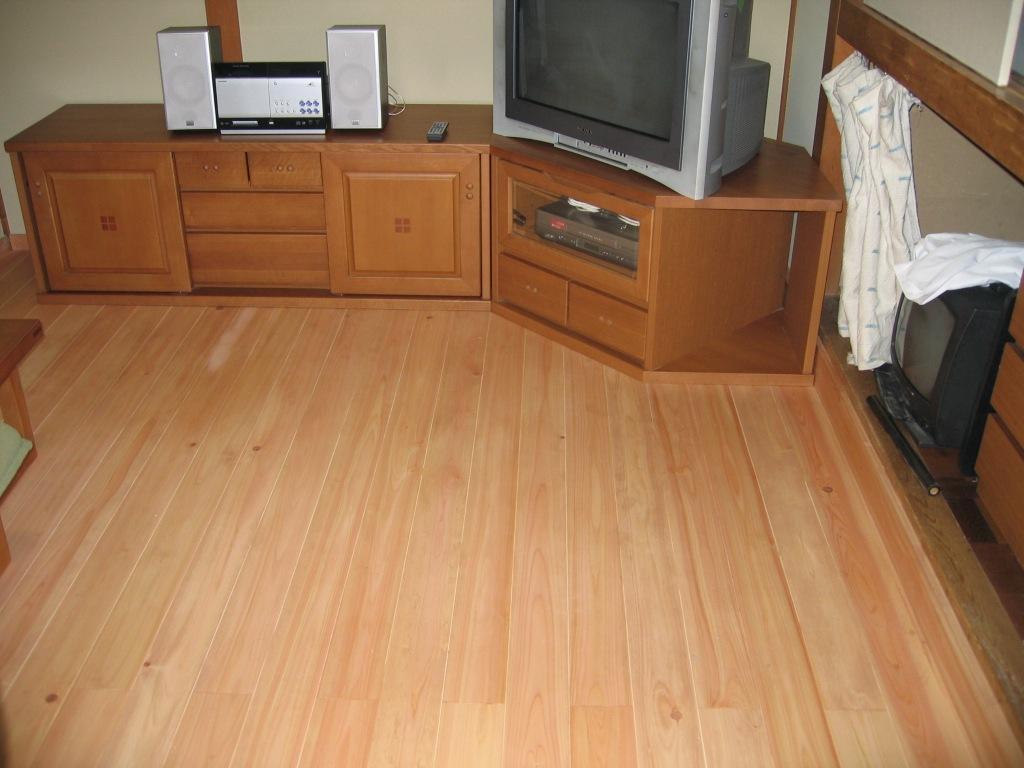 柿渋塗装ヒノキ無垢床