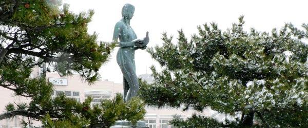 秋田 平和を祈る乙女の像