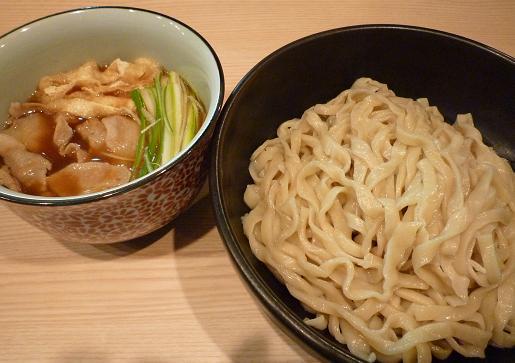 『小麦と肉 桃の木』 つけ麺 昆布醤油味(850円)