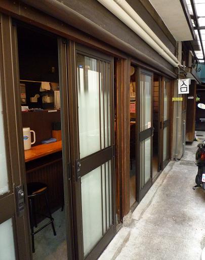 『自家製麺 伊藤』 入口へ繋がる通路