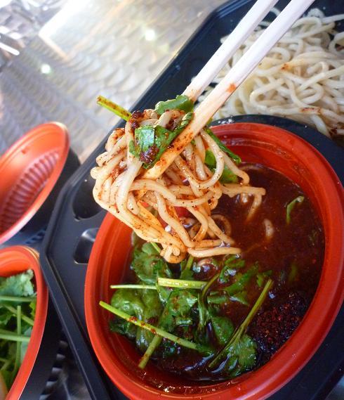 『麺や 七彩』@お台場ラーメンPARK 「真トマトつけ麺」(麺リフト)