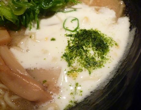 『麺彩 藤』 スープ表面のクリーム