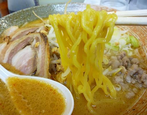 『覆麺』 2009年12月グランドデスマッチ 「アンキモ味噌ラーメン」 麺リフト