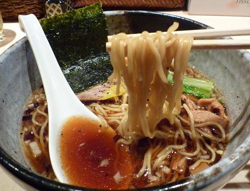 『麺喰屋 澤』 2010年正月限定 「支那そば(黒)」麺リフト