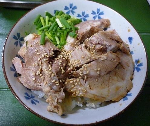『インフィニ』 半肉ご飯(300円)