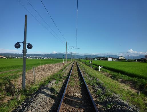 東北の景色(夏草の単線線路)