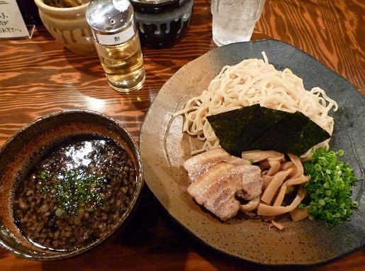 『ラーメン 龍の家 新宿小滝橋通り店』 つけ麺もつ(750円・粥割り付)