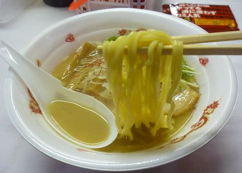 『楽々×こてつ』@お台場ラーメンPARK 「濃厚鯛出汁らーめん」(麺リフト)