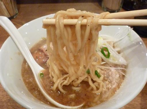 『神保町 可以』 味噌らあめん(麺リフト)