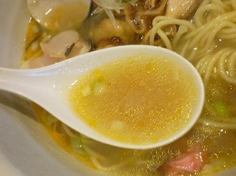 『ら~麺 もぐや』 新じゃがたまの桜塩バターラーメン(スープ)