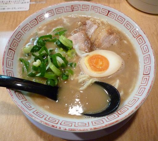 『はなふく』 鶏とんこつラーメン(700円)