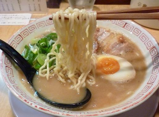 『はなふく』 鶏とんこつラーメン(麺リフト)