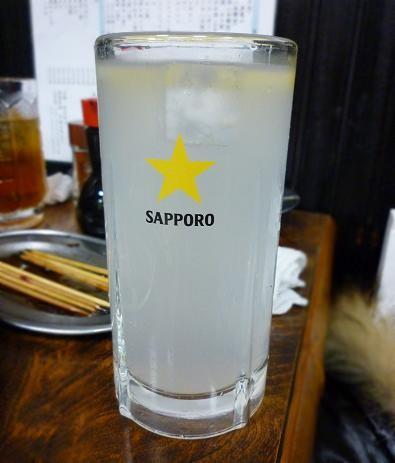 『鳥升』 レモンサワー(370円)