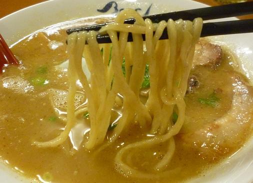 『麺や 紡』 熟成らー麺(麺リフト)