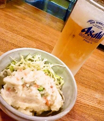 『秀』 生ビール(380円)とポテトサラダ(280円)