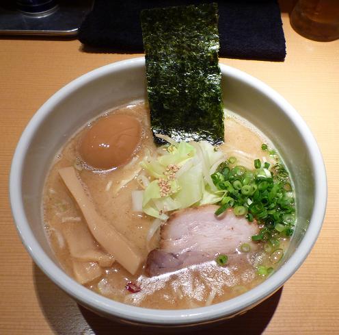 『我武者羅』 コク塩(700円)+半熟味玉(100円)