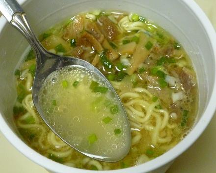 マルちゃん「らあめん元 鶏塩拉麺」スープ
