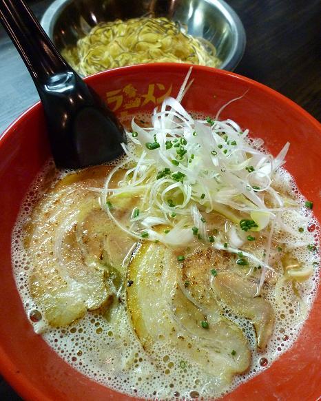 『ラーメン海鳴』 魚介とんこつ(700円)+海鳴替玉(焼き麺・100円)