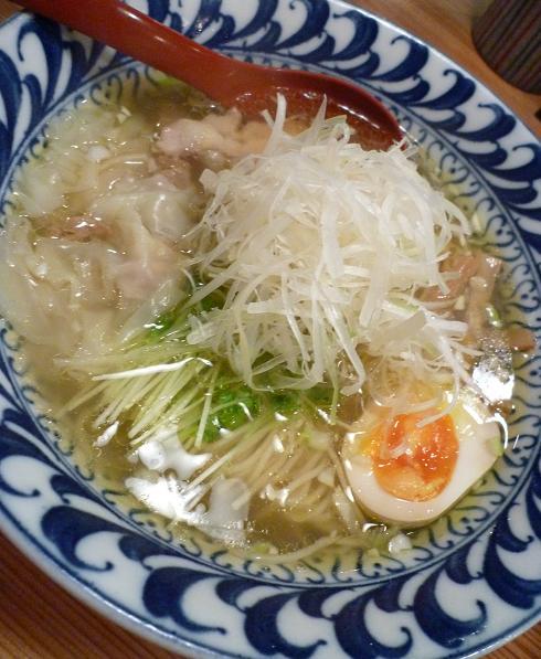 『ラーメン武藤製麺所』 4分の3わんたんとり塩めん(アップ)