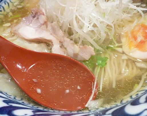 『ラーメン武藤製麺所』 4分の3わんたんとり塩めん(スープ)