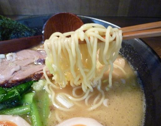 『麺屋 なごみ』 白湯麺(麺リフト)